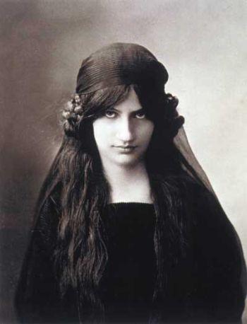 Jeanne Hébutène.jpg