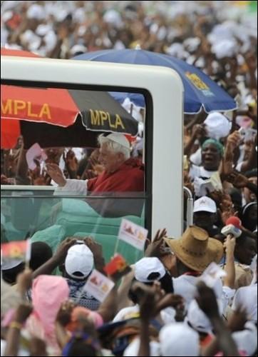 pape en Afrique.jpg